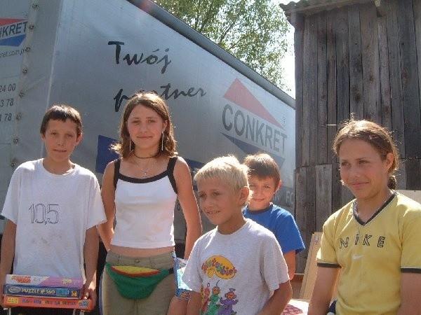 Nareszcie na twarzach (od lewej) 15-letniego  Daniela, 16-letniej Justynki, 13-letniego Sylwka,  10-letniego Patryka i 14-letniej Natalki pojawił się  uśmiech.