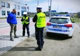 Bytowscy policjanci przypominają o obostrzeniach związanych z epidemią i zapowiadają kontrole