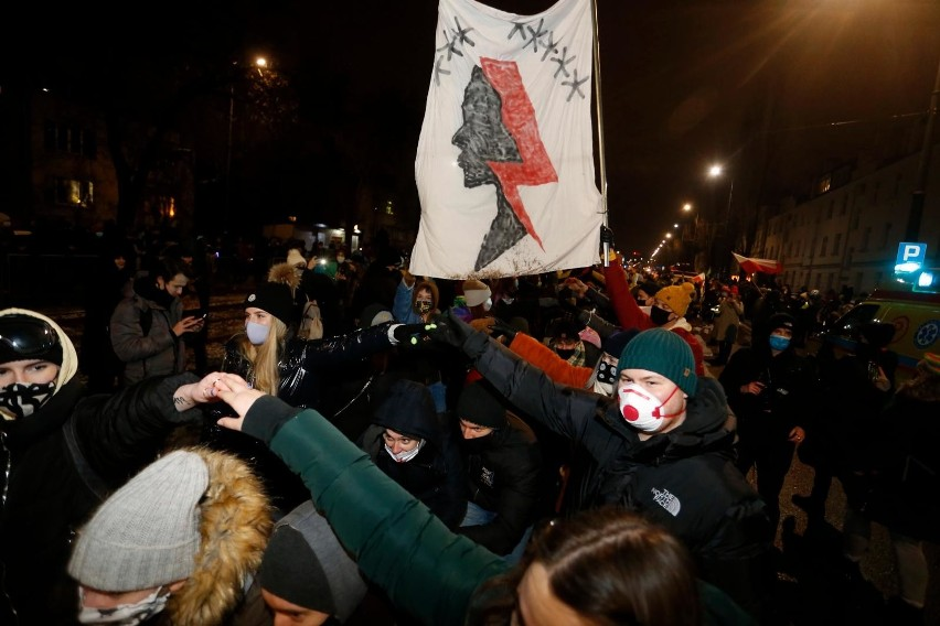 Sondaż: PiS nadal z wysokim poparciem, mimo protestów na...