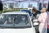 W punkcie szczepień w Kielcach doszło do wypadku. Kobieta wjechałą samochodem w ścianę