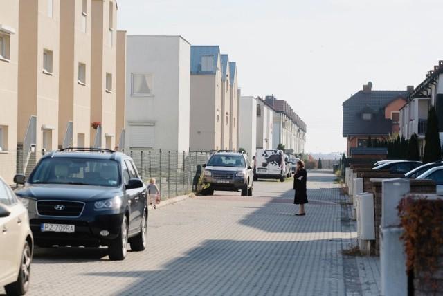 Policja przypuszcza, że sprawcami kradzieży w Plewiskach mogą być osoby mieszkające na tymże osiedlu lub w jego pobliżu, dobrze zorientowane w sytuacji.