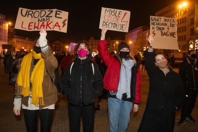 W niedzielę 7 marca pod poznańską Operą zapowiadana jest demonstracja z okazji Dnia Kobiet.