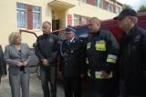 Zaskoczenie przed urzędem, strażacy dostali... auto