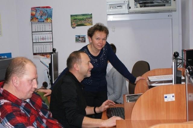 Studenci zauważyli, że jest duże zapotrzebowanie na szkolenia komputerowe w grupie wiekowej 50+ i postanowili tę lukę wypełnić.