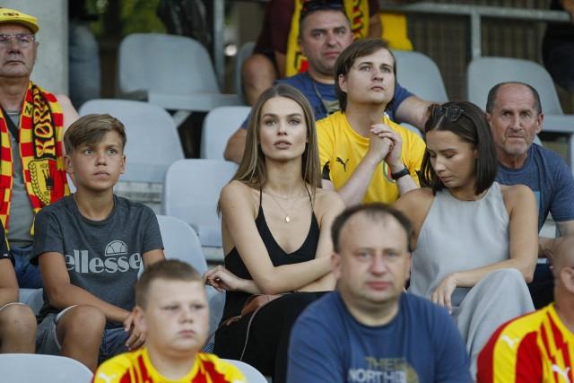 W piątek 30 lipca Korona Kielce pokonała 2:0 Skrę Częstochowa w meczu pierwszej kolejki Fortuna 1 Ligi. Byłeś tego dnia na Suzuki Arenie i kibicowałeś żółto-czerwonym? Znajdź się na naszych zdjęciach!
