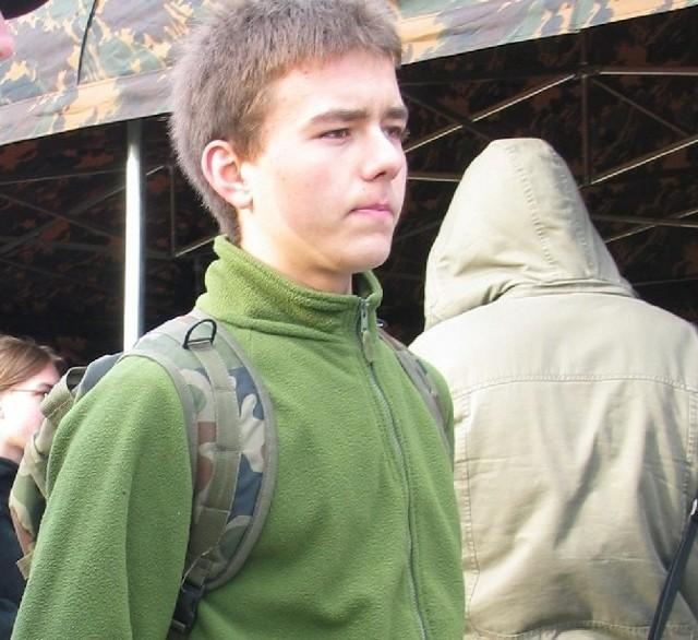 MATEUSZ ZAWADA jest uczniem drugiej klasy technikum samochodowego w Zespole Szkół Samochodowych i Budowlanych. Ma 17 lat. Interesuje się militariami, alpinistyką i ratownictwem medycznym.