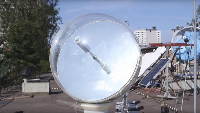 Dom przyszłości powstający w ramach konkursu Solar Decathlon China 2021 będzie wyposażony m.in. w heliostat - rozwiązanie z AGH, dzięki któremu można doświetlić światłem naturalnym zacienione pomieszczenia