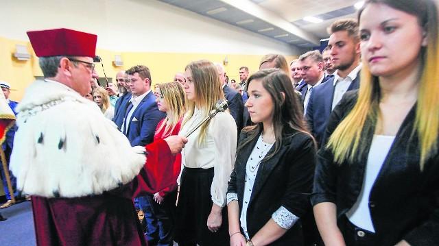 W sobotę nowy rok akademicki zainaugurowała Bydgoska Szkoła Wyższa. Edukację rozpoczęło tu około 800 studentów. Najliczniejszymi kierunkami są fizjoterapia, pielęgniarstwo i logistyka.