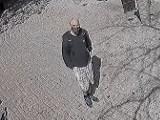Skradziono pieniądze ze skarbonki w kościele w gminie Dopiewo. Policja szuka mężczyzny, który może mieć związek z tą sprawą