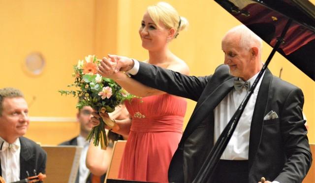Pianistka Beata Bilińska należy do czołówki polskich pianistów. Artystka jest dobrze znana zielonogórskim melomanom ze wspólnych koncertów z Orkiestrą Symfoniczną Filharmonii Zielonogórskiej pod batutą dyrektora Czesława Grabowskiego