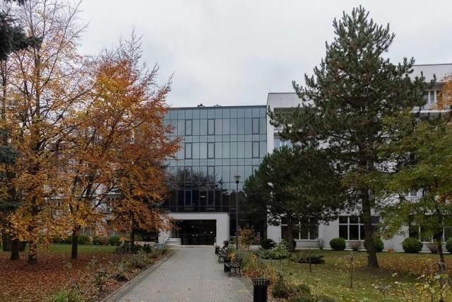 Szpital tymczasowy w Ciechocinku. To tu na szczepienia przeciwko koronawirusowi przyjeżdżają torunianie