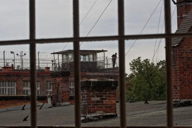 Afera korupcyjna w służbie więziennej - funkcjonariusze ssą podejrzani o branie łapówek