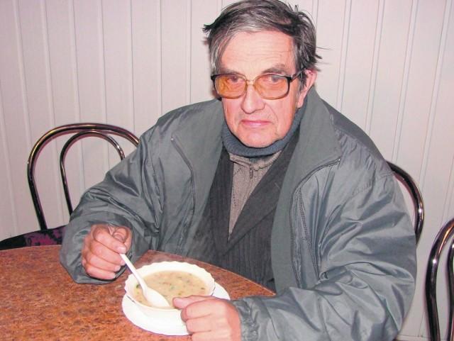 Zbigniew Plebańczyk z Tarnowa zwykle stołuje się w barach mlecznych, bo jak podkreśla, tu jedzenie jest jak domowe. - Nie powinni nic zmieniać, te lokale świetnie radzą sobie od wielu lat - zauważa
