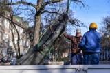 Gdańsk. Mijają 4,5 miesiąca po obaleniu pomnika ks. Jankowskiego. Wciąż nie wiadomo, do kogo on właściwie należy