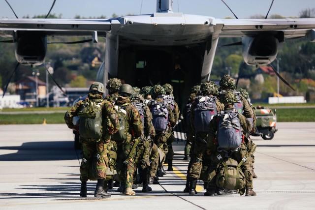 Krakowscy spadochroniarze rano w poniedziałek wylecieli do Rumunii