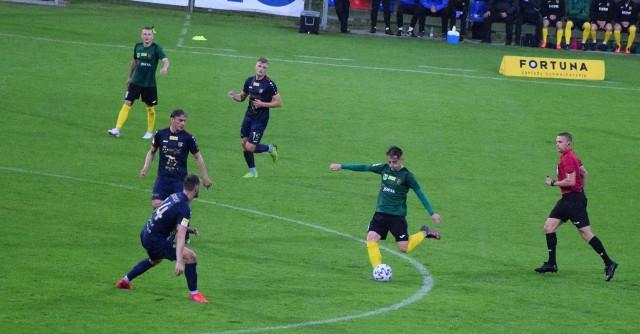 Przyjrzeliśmy się bliżej postawie Odry Opole w przegranym 1-2 meczu 24. kolejki Fortuna 1 Ligi z GKS-em Jastrzębie. Zobaczcie, jakie rzeczy najmocniej przykuły naszą uwagę w grze opolskiego zespołu.