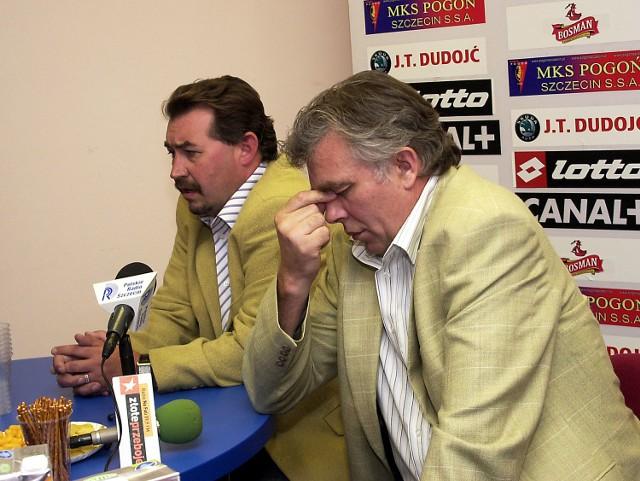 Antoni Ptak był wczoraj mocno zdenerowowany. W tle trener Pogoni Bogusław Baniak.