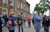 Inowrocław. Przewodnik Antoni Ścigacz oprowadzał grupę miłośników miasta po inowrocławskiej dzielnicy Mątwy [zdjęcia]