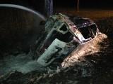 Wróblowice. Auto stanęło w ogniu, 28-letni Adrian w pułapce [ZDJĘCIA]