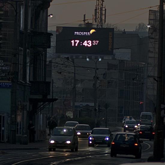Tak wieczorem wygląda pierwszy gorzowski telebim, który  stoi w jednym z najbardziej ruchliwych miejsc miasta.