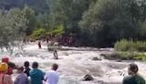 O krok od tragedii w Jaroszowicach na rzece Skawie - rozbiła się grupa kajakarzy. 32-letni mężczyzna był reanimowany