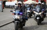 Policjanci na motocyklach uratowali życie choremu kierowcy