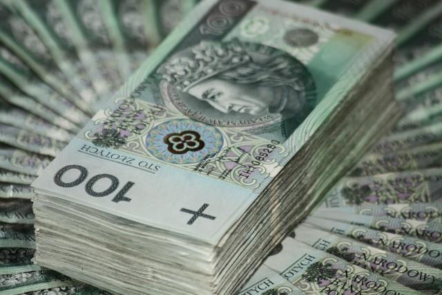 TOP 10 najbogatszych Polaków stulecia. Sprawdź na kolejnych zdjęciach, kto w latach 1918-2018 roku miał największy wpływ na polską gospodarkę?