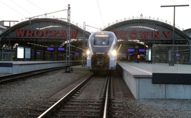 W niedzielę PKP wprowadza kolejną korektę rozkładu jazdy. Krócej potrwa podróż do Poznania, Jeleniej Góry, Wałbrzycha, Głogowa, dłużej do stolicy.