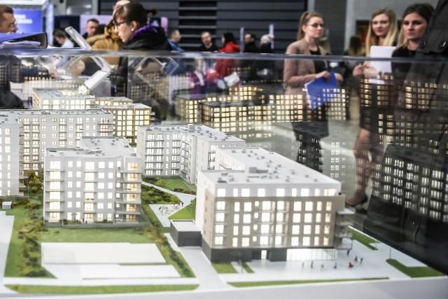 - Rynek nieruchomości od lat uchodzi za bezpieczną lokatę kapitału. Nie wszyscy, którzy kupują mieszkania chcą zarabiać na najmie- mówi ekspertka.