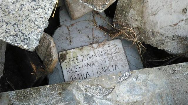 Rozbite nagrobki na wysypisku w Krośnie Odrzańskim