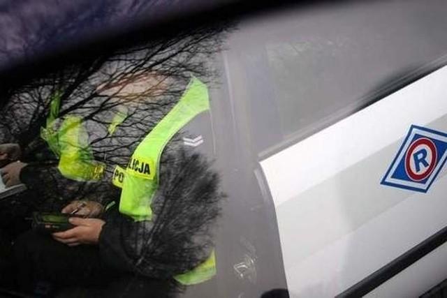 Komendant wszczął postępowanie zmierzające do wydalenia policjanta ze służby.