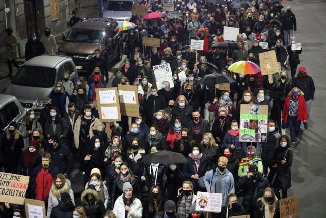 Po wyroku Trybunału Konstytucyjnego w całym kraju rozpoczęły się protesty kobiet