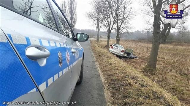 """Policjanci z komendy powiatowej w Koluszkach pod nadzorem prokuratury wyjaśniają okoliczności tragicznego wypadku, do którego doszło na drodze powiatowej w miejscowości Gałków Parcela, w gminie Koluszki. <script class=""""XlinkEmbedScript"""" data-width=""""800"""" data-height=""""450"""" data-url=""""//get.x-link.pl/27a86dba-bcc5-121a-aff1-1d17ce352bb6,2c2c8d56-b8ab-21f9-75a4-b8a3f3ef9de6,embed.html"""" type=""""application/javascript"""" src=""""//prodxnews1blob.blob.core.windows.net/cdn/js/xlink-i.js?v1""""></script>RAW AIR 2018. SKOKI NARCIARSKIE na żywo. TRONDHEIM 2018 [SKOKI NARCIARSKIE: WYNIKI 15 marca 2018]KORONA KRÓLÓW. Sprawdź, co się wydarzy w kolejnym odcinkuSprawdź, w które niedziele nie zrobisz zakupów"""
