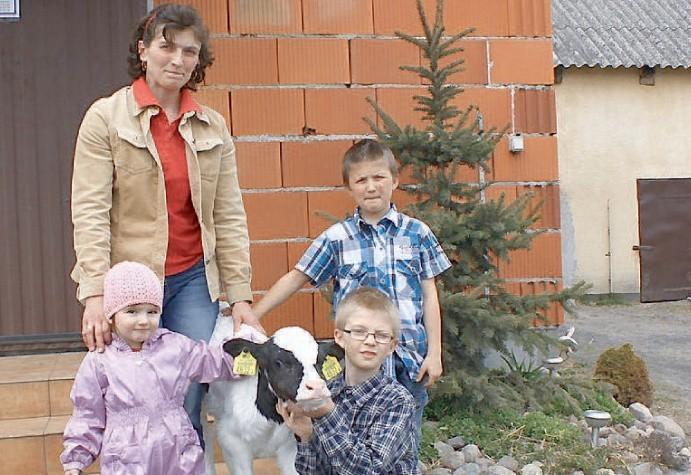 Anna Deręgowscy wraz z dziećmi