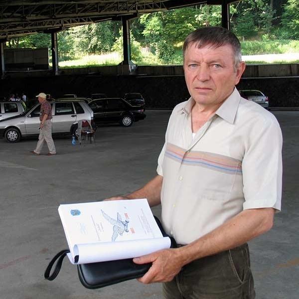 Bronisław Kielar, prezes sanockiego Sokoła: - Burmistrz Blecharczyk działa metodą faktów dokonanych. Choć toczy się postępowanie administracyjne, na siłę dąży do sprzedaży działki. Ale będzie miał z tego powodu kłopoty.