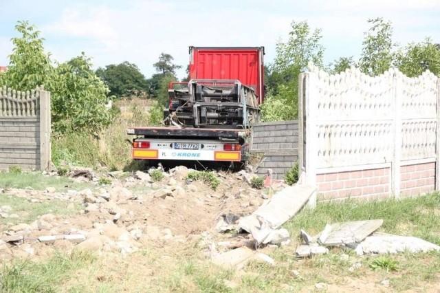 Imielenko: Ciężarówka wypadła z drogi i wjechała na posesję