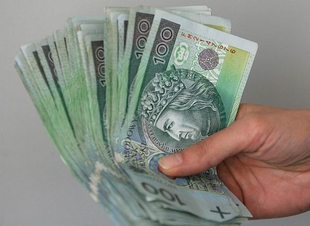 Zobacz, dlaczego Polacy oszczędzają na wydatkachW tym roku Polacy nie są skłonni do ponoszenia większych wydatków z domowych budżetów.