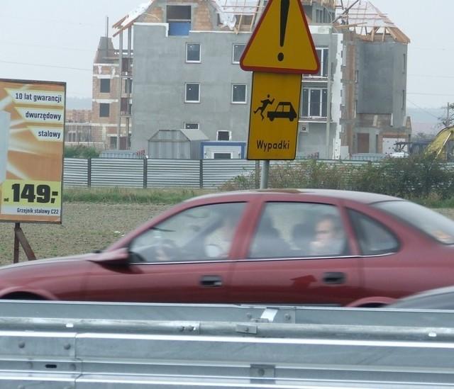 Krajowa trójka przebiega przez Polkowice. To niebezpieczne miejsce. Dochodzi tu do potrąceń pieszych.