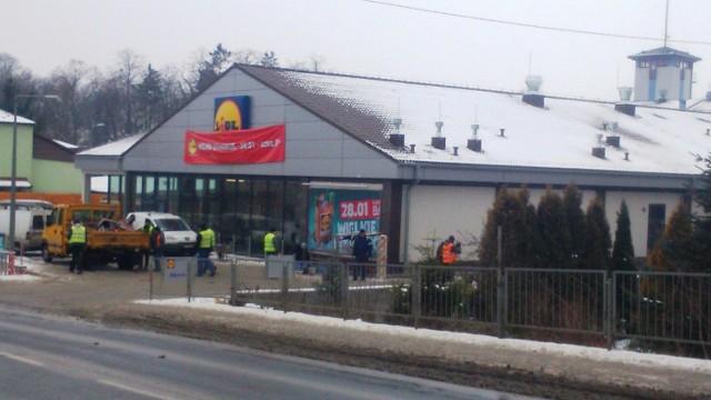 W czwartek otwarcie Lidla w StaszowiePrzy Lidlu w Staszowie trwają ostatnie prace. Wszystko musi zostać zapięte na ostatni guzik do czwartku, 28 stycznia bowiem na ten dzień zaplanowano otwarcie sklepu.