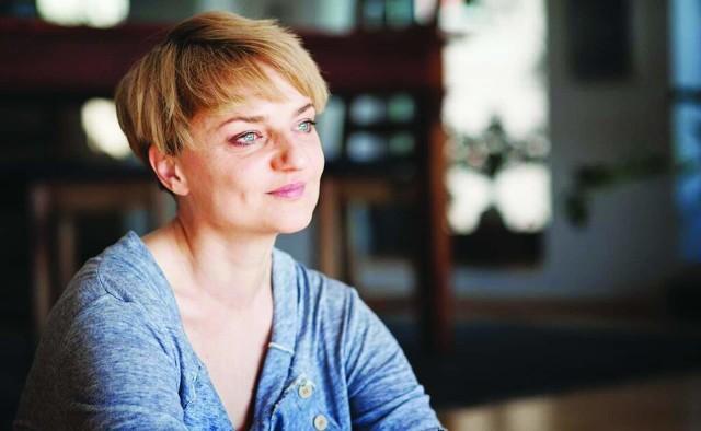 Natalia de Barbaro: Chciałabym iść miastem i patrzeć na twarze obcych z ludzi. Za tym tęsknię. Za odkrytymi twarzami ludzi, których nie znam i nie poznam