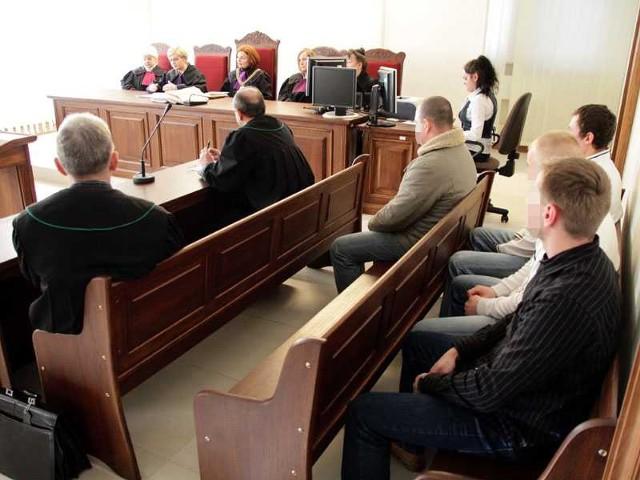 Od początku Stanisław Ł. nie przyznawał się do winy. Utrzymywał, że śmierć Pawła była nieszczęśliwym wypadkiem. Wczorajszego wyroku, a później uzasadnienia, 28-latek wysłuchał z kamienną twarzą.