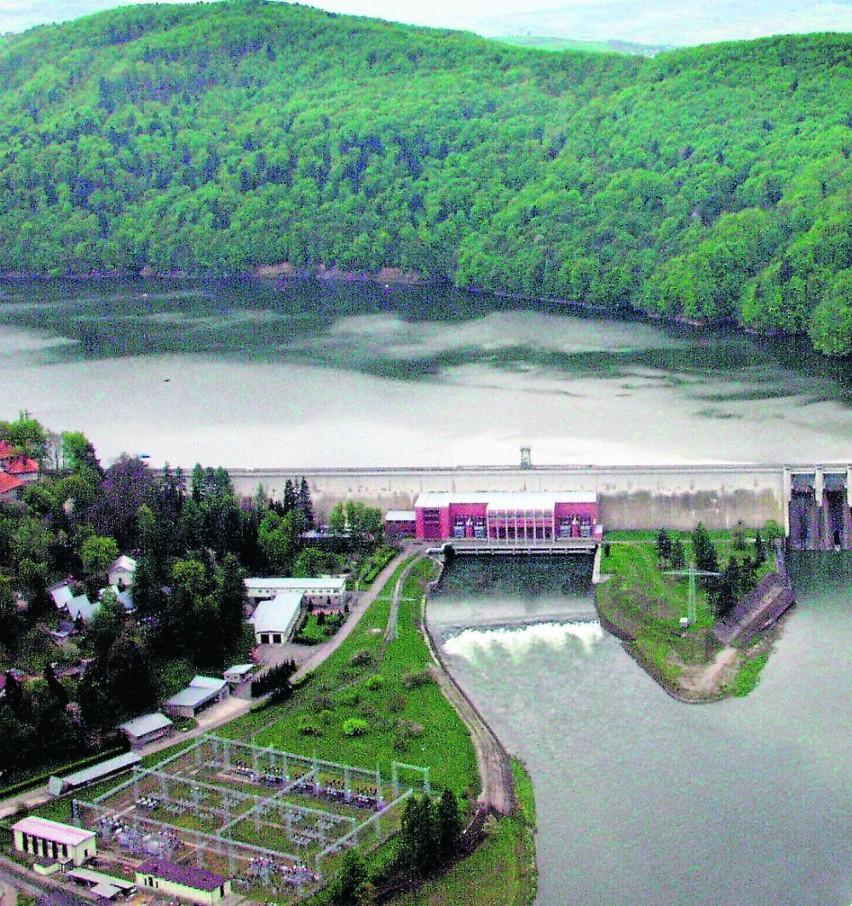 Zapora w Rożnowie może zrzucać w dolny bieg Dunajca 3800 m sześciennych wody na sekundę. Rekord z roku 2010 - 2000 kubików