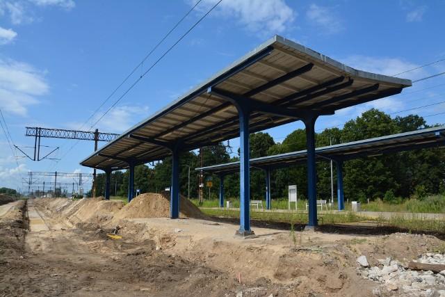 """Stacja kolejowa w Sulechowie teraz to jeden plac budowy. Już od 2019 roku trwa """"Modernizacja linii kolejowej nr 358 Zbąszynek-Gubin na odcinku Zbąszynek-Czerwieńsk"""""""