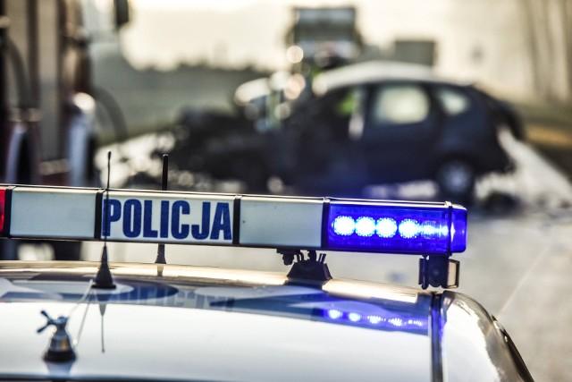 Wypadek w powiecie sępoleńskim. Dwie osoby trafiły do szpitala.