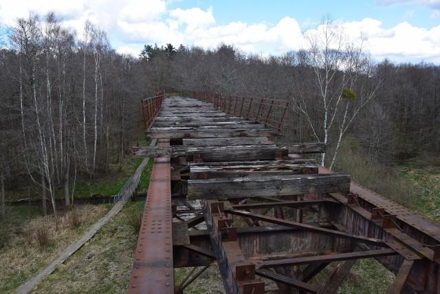 Na rogatkach Polanowa, około 200 metrów od drogi wojewódzkiej nr 206 (w kierunku Miastka) znajduje się dawny kolejowy most górujący nad rzeką Grabową. Do 1945 roku stanowił część linii kolejowej Korzybie-Polanów-Bobolice-Grzmiąca (ruch pasażerski i towarowy). Most ma ponad sto lat.
