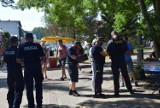 Kontrolowali plażowiczów we Władysławowie. Policja i sanepid przypominali o maseczkach i dystansie społecznym. Dali aż 100 upomnień!