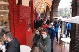 Gęsina i rogale są najlepsze na Nikiszowcu w Katowicach. Tłumy mieszkańców stoją w kolejkach