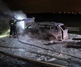 Pożar samochodu na S7 w Borkowie! 2.05.2021 r. Nikt nie został ranny. Na miejscu pracowały trzy zastępy straży pożarnej