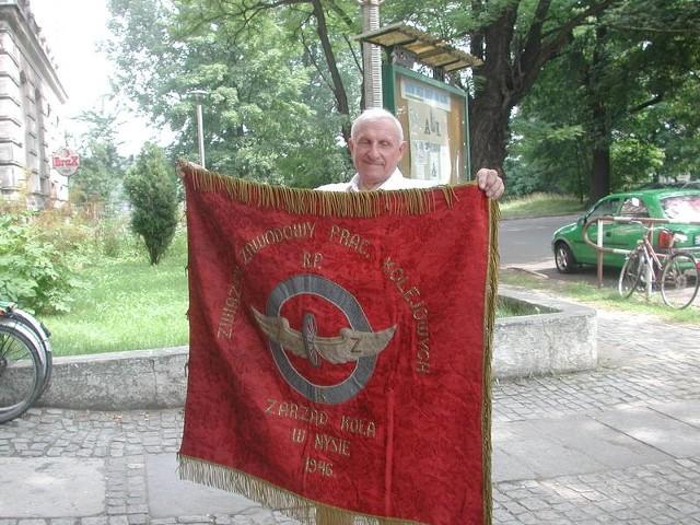 Szukamy kogoś, kto pomoże odnowić nam historyczny sztandar - mówi Antoni Jedynak.