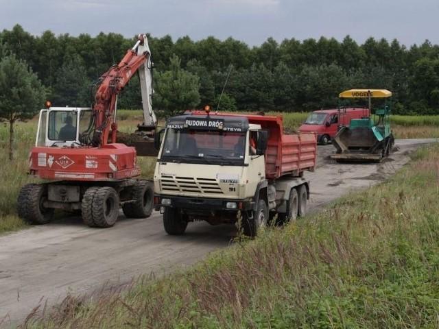 Zapowiadali pozew, ale remont drogi w Nisku ruszyłPrace remontowe już trwają. Droga zostanie naprawiona na całej długości, aż do wylotu w Racławicach.
